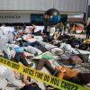 VW tötet! Die-In + Protest bei VW-Hauptversammlung:    Array