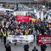 Demonstration gegen die Aufhebung des Mietendeckels:    Array